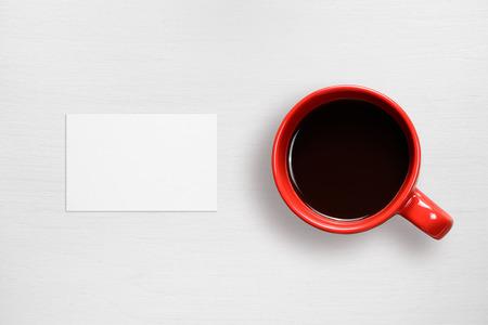 Visitekaartje mock-up en kopje koffie bovenaanzicht Stockfoto