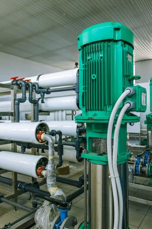 filtración: bombas y sistemas de tuberías de filtración y purificación de agua