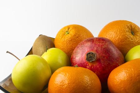 Assortiment de fruits exotiques sur fond blanc