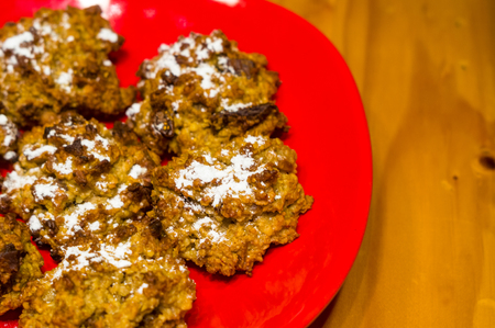 homemade oatmeal cookies with coconut, dates and powdered sugar, close-up Imagens