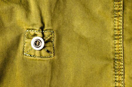 Kleidungsstücke gewaschen Baumwollstoff Textur mit Nähten, Verschlüssen, Knöpfen und Nieten, Makro, Nahaufnahme