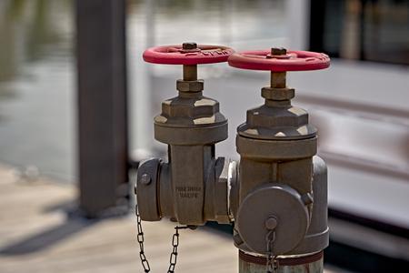 borne fontaine: Bouche d'incendie sur le bateau ponton