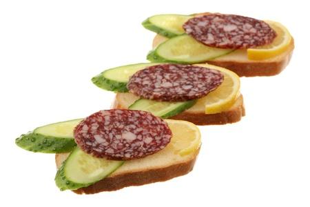 sandwiche: Tre panini sono isolati su uno sfondo bianco