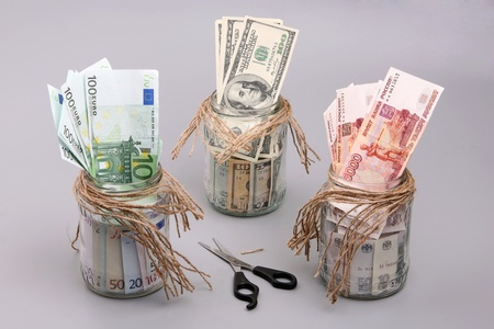 interbank: Money (euro, dollars and roubles) in the jars