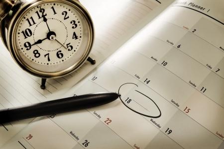 calendario escolar: libro de Planificador y una pluma