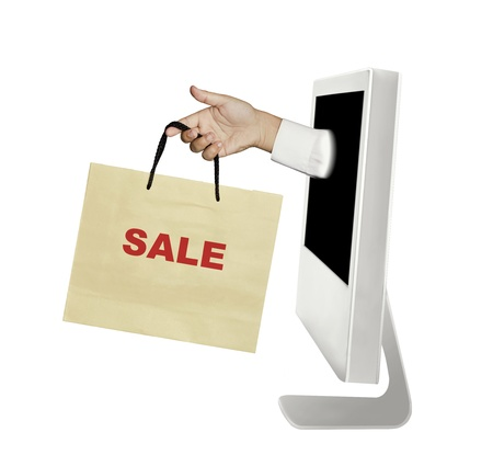 hand en zak uit de computer (online winkelen)