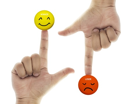 hand met winnaar en verliezer pictogram