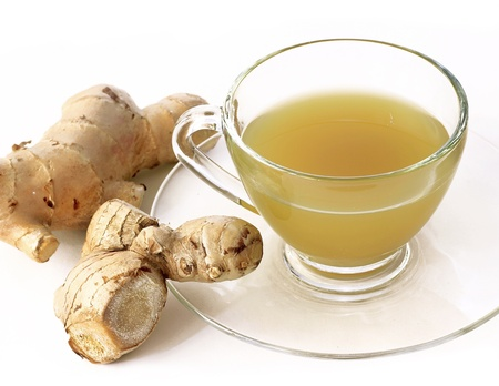 hot ginger tea in glass over white Stockfoto