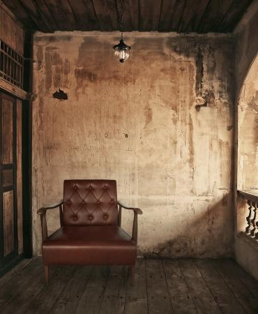 stoel in oude grunge kamer