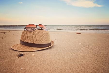 strand items op gladde zand Stockfoto