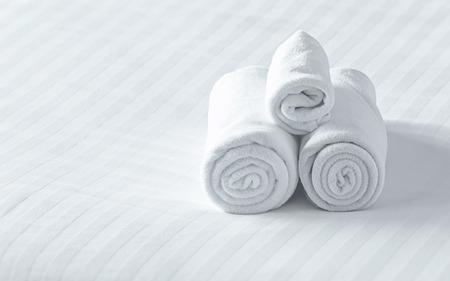 close up handdoeken op het bed
