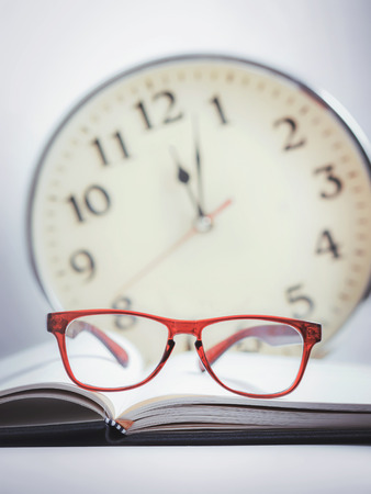 red glasses on the book (stay up late studying) Zdjęcie Seryjne - 42309917