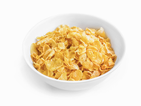 cereales: cereal de maíz en un tazón blanco