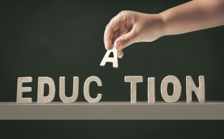 onderwijs: hand van het kind volledige opleiding woord Stockfoto