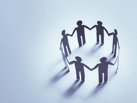 Equipe: l'unité de papier travail d'équipe humaine