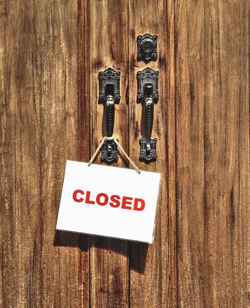 puertas de madera: Muestra cerrada en la puerta de madera