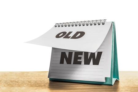 oud papier verandering in nieuwe papieren kalender en witte achtergrond