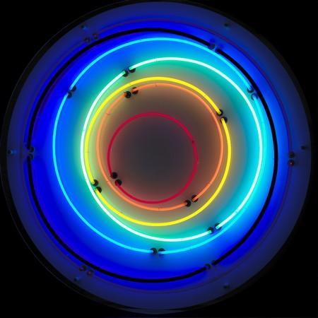 circulos concentricos: un fondo de ne�n sobre un fondo negro