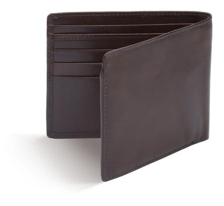 lege portemonnee bruine tas op een witte achtergrond