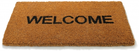 bienvenidos: una alfombra de bienvenida arpillera mate sobre un fondo blanco Foto de archivo