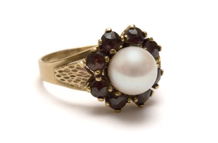 inherit: Garnet Gold Ring w Pearl