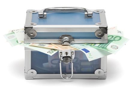 pick money: Blue dinero caso lleno de varios proyectos de ley de euros. Aislada en un fondo blanco.