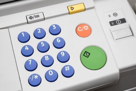 copier: Close-up op een bedieningspaneel van een kantoor kopieermachine. Stockfoto