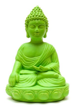 mindfulness: Groene boeddhabeeld geïsoleerd op een witte achtergrond.