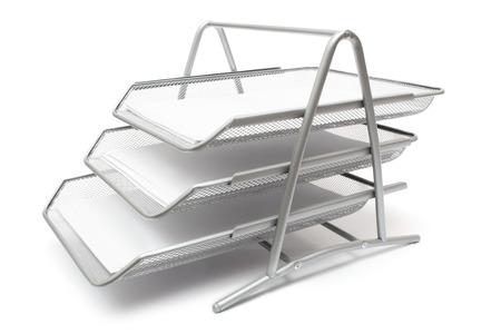 organise: Metal presentaci�n canastas aisladas sobre un fondo blanco.  Foto de archivo