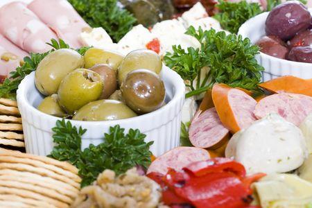carnes y verduras: Antipasto de restauraci�n de un plato de carnes y verduras continental Foto de archivo