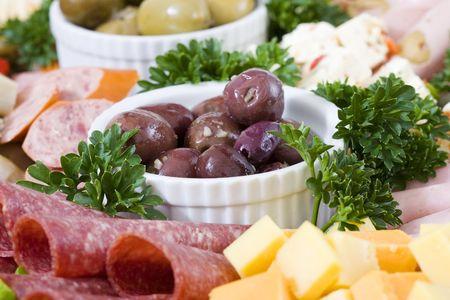 carnes: Antipasto de restauraci�n de un plato de carnes continentales y queso feta