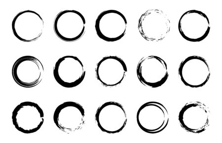 Round grunge brush frames. Circle and stamp brush stroke borders, artistic brush blots and black paint frame design vector isolated elements set. Grungy dry brushstroke rings, stains, smears Ilustracja