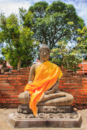 an obeisance: Buddha meditating on the base and walls of old Stock Photo