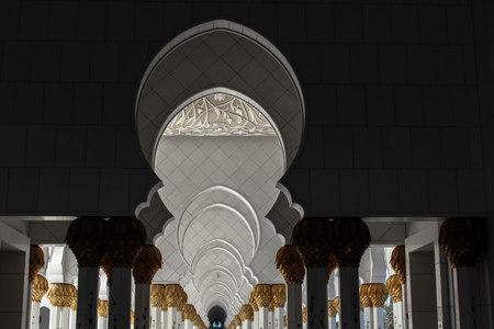 abu dhabi mosque: Abu Dhabi Mosque Editorial