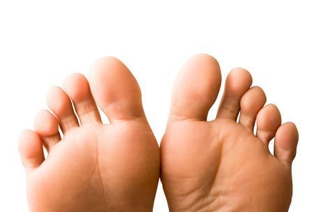 Un par de pies femeninos aislados en fondo blanco Foto de archivo