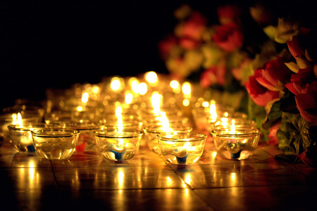 蜡烛点燃了泰国文化在阿萨哈哈哈,帕哈哈,帕哈巴天,Visakha Puja日