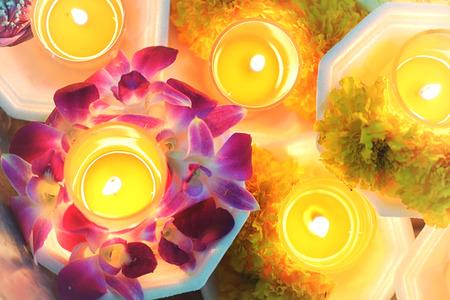 蜡烛点燃泰国文化花走在阿萨哈普贾日,摩诃普贾日,维萨哈普贾日