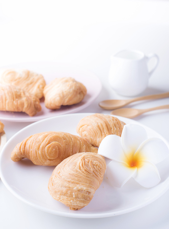 Curry puffs are a very popular snack item to have been adapted from Amphoe Muak Lek, Saraburi province in central Thailand.