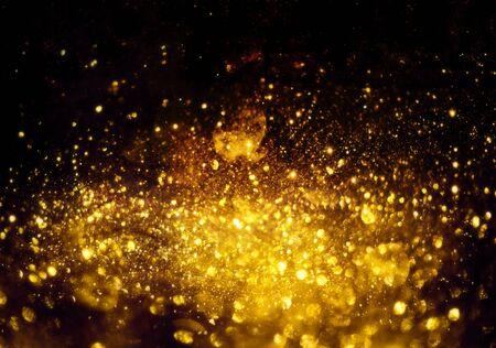 Goldene Glitzer-Bokeh-Beleuchtungstextur Verschwommener abstrakter Hintergrund für Geburtstag, Jubiläum, Hochzeit, Silvester oder Weihnachten.