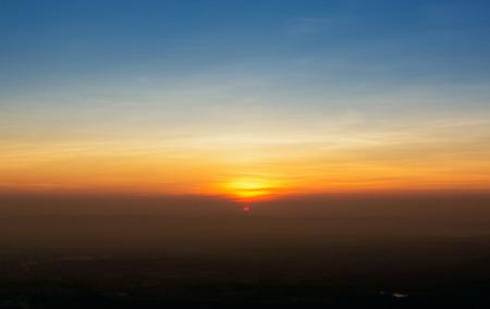 estratosfera: P�r do sol fundo do c�u estratosfera