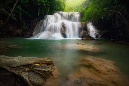Huay mae khamin waterfall, this cascade is emerald green and popular in Kanchanaburi province, Thailand. 免版税图像