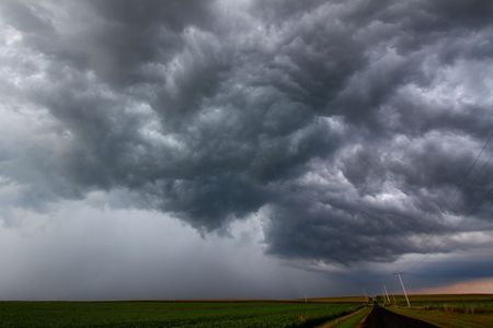 severe weather: Severe Thunderstorm forms over the flat farmlands of central Illinois