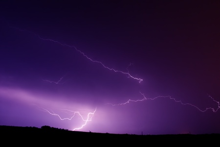 Thunderstorm produces streaks of lightning in northern Illinois