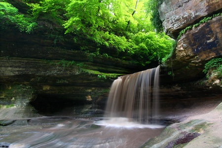 Lasalle Falls cuts through a canyon at Starved Rock State Park in central Illinois Stock Photo - 10292236