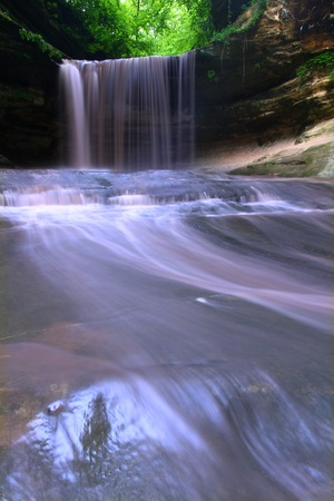 Lasalle Falls cuts through a canyon at Starved Rock State Park in central Illinois. Stock Photo - 10292231