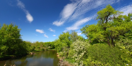 il: Beautiful blue skies on a spring day along the Kishwaukee River of Illinois