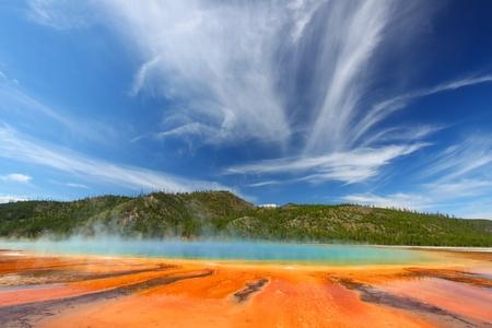 Los colores vivos de la primavera de Grand Prismatic Parque Nacional de Yellowstone - EE.UU. Foto de archivo