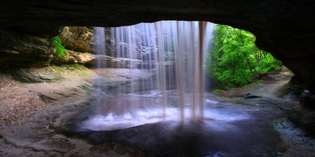 Amazing view from behind Lasalle Falls of Starved Rock State Park in central Illinois Stock Photo - 10359369