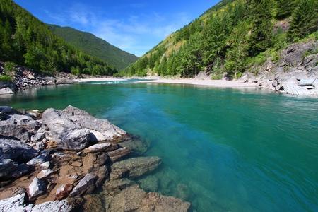 Türkisfarbene Wasser des Middle Fork Flathead River in Montana Standard-Bild - 10428279