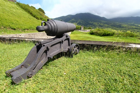 大砲でブリムス トーン ヒル要塞国立公園セントクリストファーの